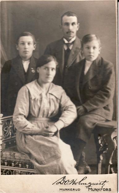 Nils Gustaf & Maria Andersson med sönerna Harald och Adolf