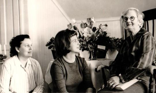 Maria Olsson 80 år med döttrarna Anne-Marie och Evelyn