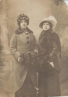 Maria Jönsson (th) med syster Anna