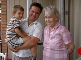 Jonas Malmén med sonen Jonatan & mormor Karin