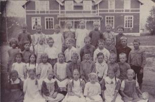 Skola troligtvis i Uddeholm ca 1915 - Adolf ses i 3:e raden nerifrån och som nr 5 från höger