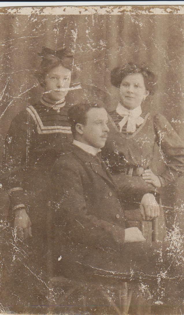 Syskonen Anna (17), Adolf (22) & Maria (20)