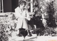 Margareta & Lisa med höns