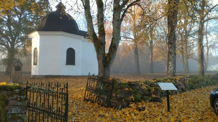 Stora Kils gamla kyrkplats. Gravkoret från NV.